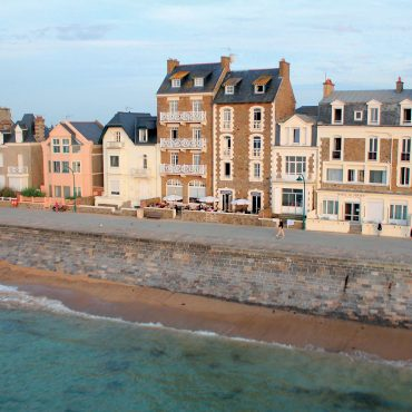 Digue de SAint-Malo sur la plage du sillon