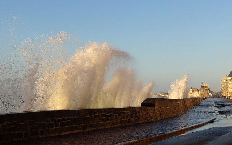 Le spectacle des Grandes Marées à Saint-Malo
